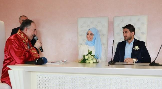 Başkan Saygılı'dan sürpriz nikah