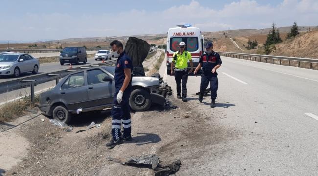 Kırıkkale'de bariyerlere çarpan otomobildeki 4 kişi yaralandı