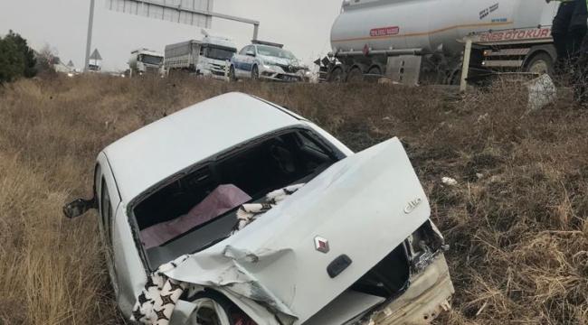 Şarampole düşen otomobildeki 2 kişi ölümden döndü