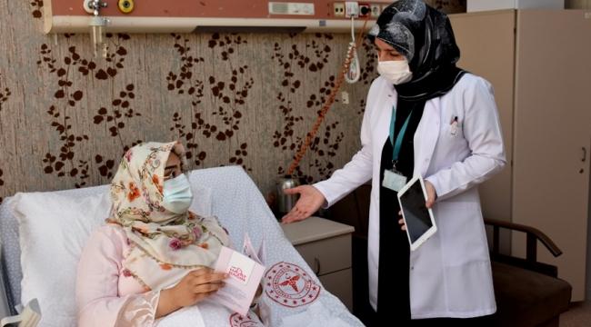 Hastanede doğum yapan her anneye tabletle salgın anlatılıyor