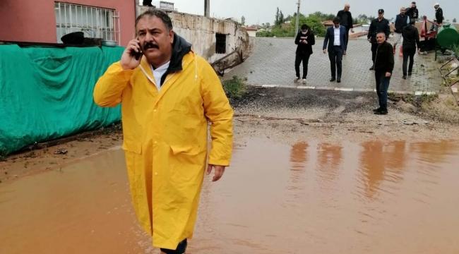 Kırıkkale'de sağanak yağış nedeniyle sel oluştu