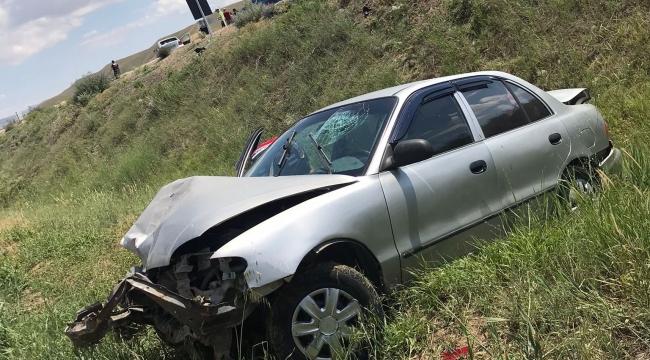 Şarampole savrulan otomobildeki 2 kişi yaralandı