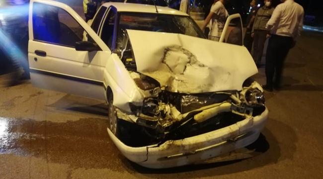 Kavşakta çarpışan araçlarda 2 kişi yaralandı