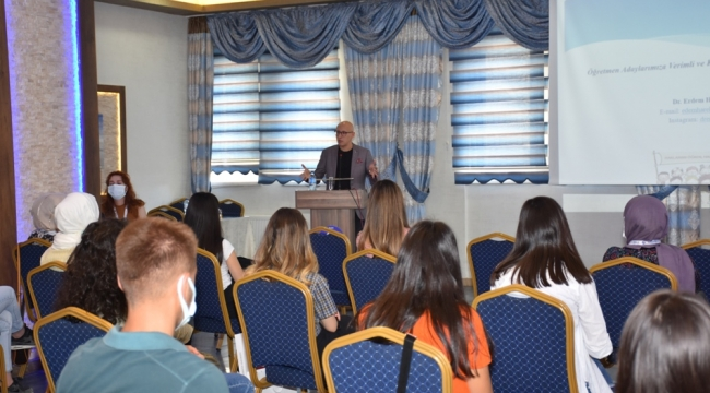 Öğretmen adayları çocuk hakları konusunda eğitime alındı