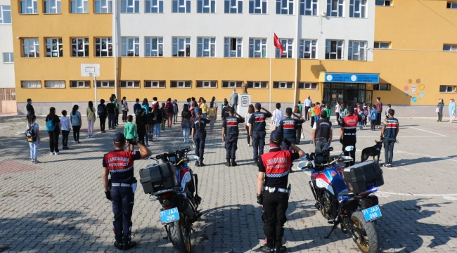 Okul çevresinde jandarma denetimleri
